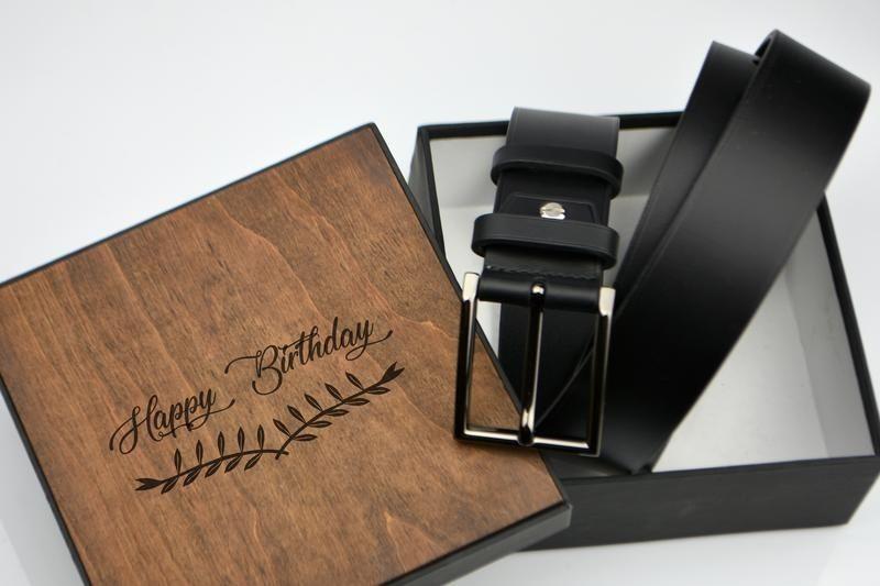 Стоит ли дарить ремень в подарок мужчине: народные приметы, связанные с мужским ремнем