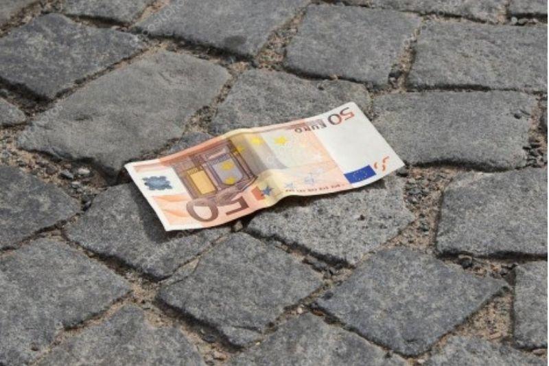 В каком случае находка деньг принесет удачу: народные приметы про найденные деньги