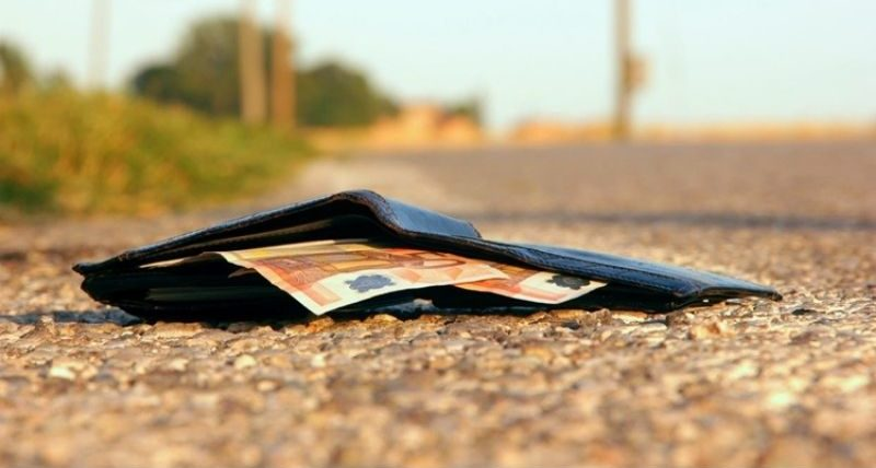 Можно ли подбирать деньги на улице - бумажные, металлические, деревянные