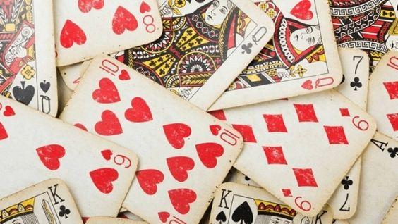 Расклады на игральных картах: самые простые гадания