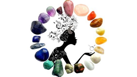 Драгоценные камни для Тельца-женщины: обзор, свойства, подбор по дате рождения